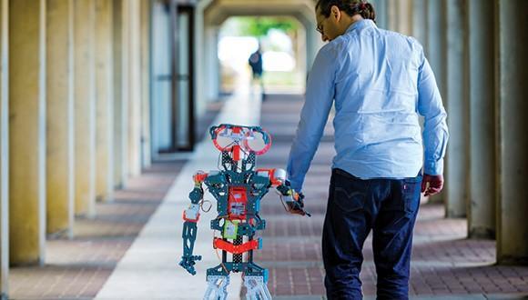 איש עם רובוט